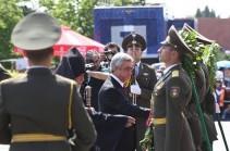 Президент Армении возложил венок к мемориальной стеле памяти героев Сардарапатской битвы