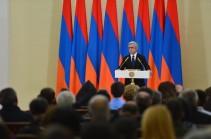 Президент Армении вручил семьям погибших военнослужащих  высшие государственные награды