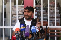 Զինված խումբը պատրաստվում է շարունակել մնալ գրավված ՊՊԾ գնդի տարածքում. Պավլիկ  Մանուկյան