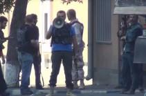 Զինված հարձակում` ՊՊԾ գնդի վրա. Ոստիկանության տեսանյութը