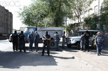 СНБ Армении будет предпринимать более жесткие меры против захватившей полк полиции вооруженной группировки