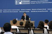 ՀՀ ԱԳ նախարարի տեղակալը ընդունեց Արցախի դպրոցականներին
