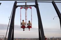 Ամստերդամում 100 մետր բարձրության վրա ճոճանակ են տեղադրել (Տեսանյութ)