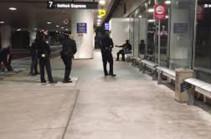 Լոս Անջելեսի օդանավակայանում Զորրոյի համազգեստով մարդ է ձերբակալվել