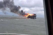 В Азербайджане на нефтяной платформе возник пожар