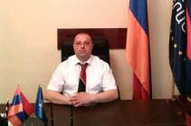 Аркадий Пелешян просит прощения у предводителя Армянской Евангелистской церкви