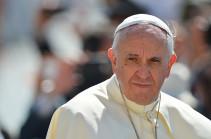 Հռոմի պապ Ֆրանցիսկոսը նվերներ է ուղարկել հայ միկրոքանդակագործին