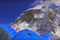 Новый рекорд: бейсджампер Валерий Розов прыгнул с высоты 7700 м  (Видео)