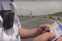 Ճանապարհային ոստիկանության անձնակազմի հանդերձավորումը դյուրակիր տեսախցիկներով իրականացվել է ողջ ծավալով