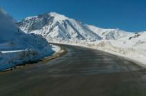 Վարդենյաց լեռնանցքում տեղում է թույլ ձյուն. Երթևեկել բացառապես ձմեռային անվադողերով