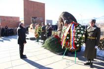 Президент НКР почтил память жертв Спитакского землетрясения