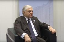 Для продвижения переговоров необходимо претворить в жизнь достигнутые в Вене и Санкт-Петербурге договоренности – Эдвард Налбандян