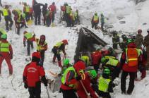 Число погибших под завалами отеля в Италии достигло 12
