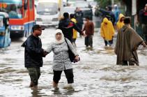 Сильные дожди вызвали наводнение в столице Индонезии