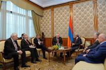 Посредники МГ ОБСЕ проинформировали президента Армении о встречах в Баку