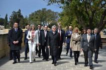 Президент Армении возложил венок к хачкару в центре столицы Мальты