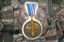 """Военнослужащий Армии обороны НКР Артак Рафаелян посмертно награжден медалью """"За боевые заслуги"""""""
