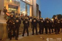 В Париже почти 30 человек задержаны, девять - ранены во время беспорядков