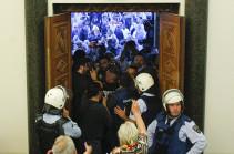 В ООН назвали неприемлемым нападение на парламент Македонии