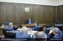 «Պետք է գոտիները ձգել». ԱԺ նախագահը կրճատել է իր 22 խորհրդականների ու օգնականների թիվը