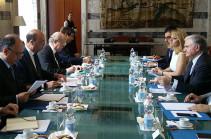 Главы МИД Армении и Италии обсудили в Риме укрепление и расширение двустороннего сотрудничества