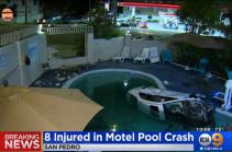 В США автомобиль въехал в бассейн с детьми