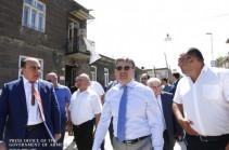 Սեպտեմբերին ավարտում ենք Կումայրի փողոցի շինարարությունը. փողոցային շինարարության նոր մշակույթ ենք ներդնում. վարչապետը Գյումրիում էր