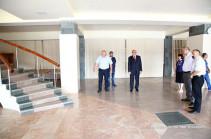 Бако Саакян посетил Дворец культуры и молодежи Степанакерта