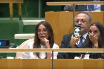 Մինչ Ալիևը ՄԱԿ-ի ամբիոնից նեղսրտած խոսում էր «Խոջալուի» և «20 տոկոսի» մասին, նրա ընտանիքի անդամները սելֆի էին անում. Լուսանկարներ