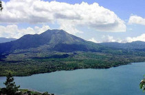 СМИ: на Бали эвакуировали тысячи людей из-за возросшей активности вулкана