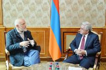 Президент Армении принял известного голливудского актера Джона Малковича
