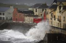 Жертвами шторма «Офелия» в Ирландии стали три человека