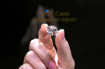 Бриллиант французских королей выставлен на торги в Швейцарии (Видео)
