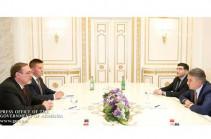 Карен Карапетян и Иван Волынкин обсудили детали предстоящего визита Медведева