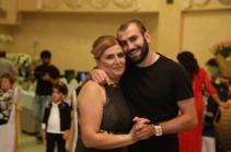 Ուզում եմ, որ միշտ լինես մեր կողքին. Յուրա Մովսիսյանը շնորհավորել է մայրիկի ծննդյան օրը
