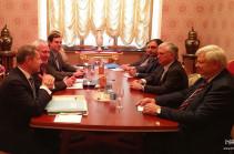 Обсуждается возможность организации встречи глав МИД Армении и Азербайджана