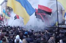 Կիևում Հոկտեմբերյան պալատի գրոհի փորձի ժամանակ 32 իրավապահ է տուժել (Տեսանյութ)