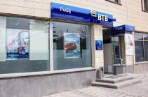 Բանկի աշխատակիցների կյանքի և առողջության համար վտանգավոր բռնություն գործադրելու սպառնալիքով հափշտակել են գումար. Մանրամասներ