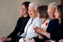 Королева Великобритании впервые побывала на Лондонской неделе моды