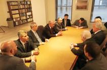 Բակո Սահակյանը Վաշինգտոնում հանդիպել է Ռամկավար ազատական կուսակցության գերագույն խորհրդի անդամների հետ
