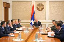 Бако Саакян провел совещание по вопросам реализации социально-экономических программ