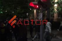 Մաշտոց-Թումանյան փողոցների խաչմերուկում անկարգությունների գործով երկու ձերբակալված կա (Տեսանյութ)
