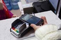 МКБ запустил Apple Pay для держателей карт