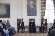 Հայաստանի ու Արցախի նախագահները Կաթողիկոսի հետ քննարկել են ներքաղաքական իրավիճակը