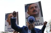 Сторонники Самвела Бабаяна продолжают акцию протеста: они требуют отставки генпрокурора