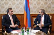 Ряд швейцарских компаний заинтересованы во вступлении на армянский рынок – премьер встретился с послом Швейцарии
