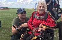71-ամյա ուկրաինուհին պառաշյուտով թռիչք է իրականացրել (Տեսանյութ)
