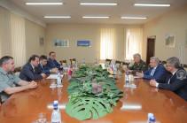 Вопросы региональной безопасности обсудили глава Минобороны Армении и посол России
