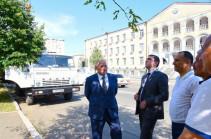 ԱՀ պետնախարարը ծանոթացել է Ստեփանակերտում բնական աղետներից վնասված բազմաբնակարան շենքերի տանիքների վերանորոգման աշխատանքներին