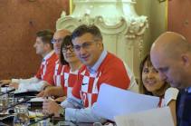 Խորվաթիայի կառավարության նիստն անցկացվել է ֆուտբոլի ազգային հավաքականի մարզաշապիկներով. Լուսանկար
